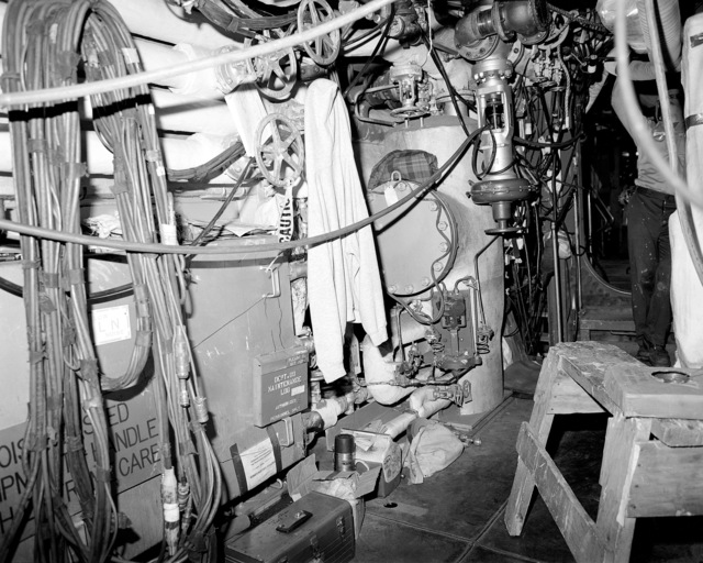 Main engine room No. 1, compartment 5-174-O-E, aboard the guided missile cruiser USS LAKE ERIE (CG 70). The LAKE ERIE, under construction at the Bath Iron Works Corp. shipyard, is 70 percent complete