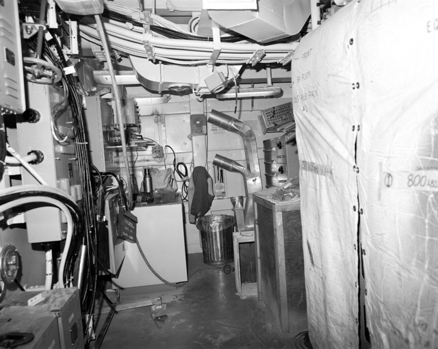 The electronic warfare room, compartment 03-224-O-C, aboard the guided missile cruiser USS LAKE ERIE (CG 70). The LAKE ERIE, under construction at the Bath Iron Works Corp. shipyard, is 70 percent complete