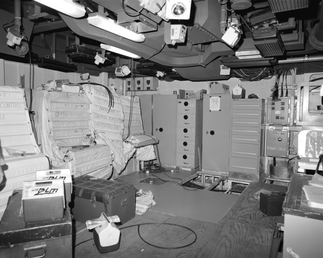 The sonar control room, compartment 02-174-O-C, aboard the guided missile cruiser USS LAKE ERIE (CG 70). The LAKE ERIE, under construction at the Bath Iron Works Corp. shipyard, is 70 percent complete