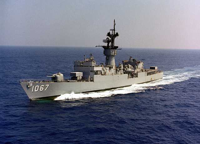 A port bow view of the frigate USS FRANCIS HAMMOND (FF 1067) underway.