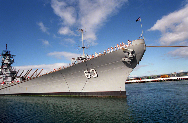 The USS MISSOURI (BB-63) arrives in port on Survivor's Day, when the sailors and Marines of the battleships that were sunk or damaged in the Dec. 7, 1941, attack on Pearl Harbor are honored. The battleship, the last of its kind in commission, is deployed to help commemorate the 50th anniversary of the bombing