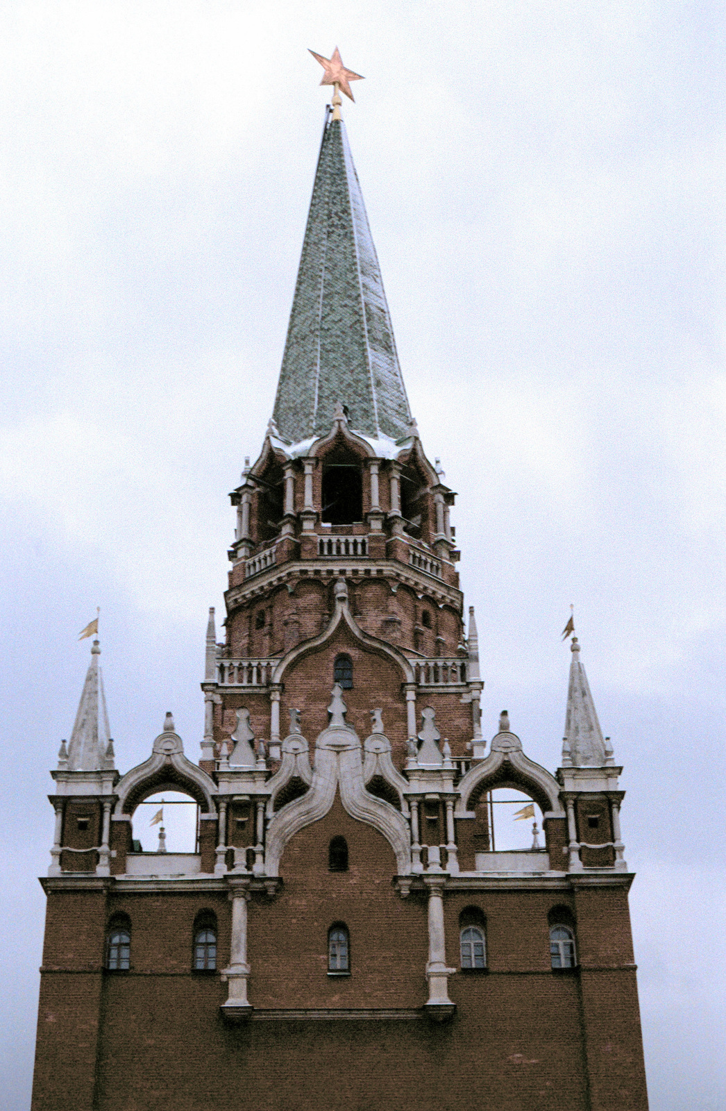 A red star adorns the top of the steeple over the Kremlin gate