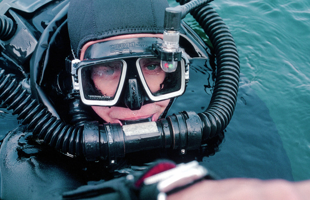 A member of Basic Underwater Demolition/Sea-Air-Land (BUD/S) Class 183 prepares for a dive
