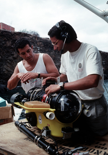 Engineer Andy Bown, right, explains the functions of a remotely operated vehicle to naturalist guide Juan Carolos Naranjo. The two men are taking part in the Jason Project, a joint effort of the Jason Foundation and the U.S. Navy designed to generate enthusiasm for the fields of science and technology among elementary and high school students. The project is being broadcast to students in North America and Canada via satellite