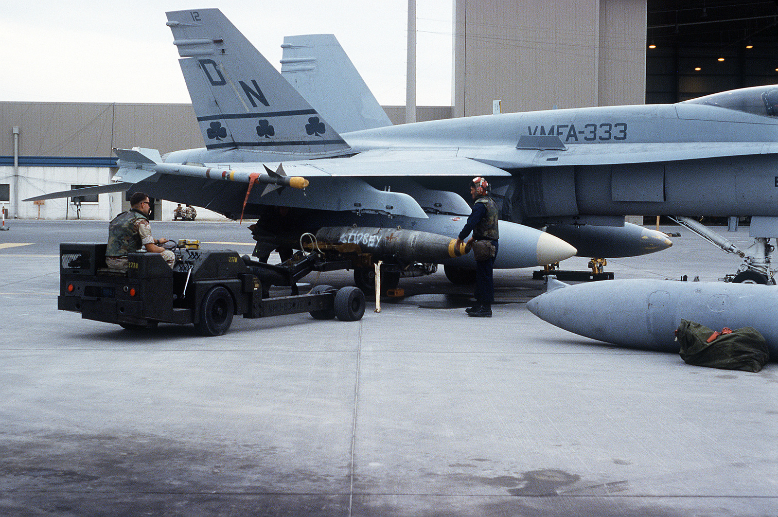 us-marines-load-a-mark-84-2000-pound-bom