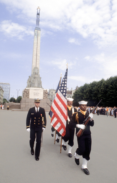 An honor guard from the guided missile frigate USS HAWES (FFG-53) departs after placing a memorial wreath at the Freedom Shrine. The HAWES also visited ports in Estonia and Latvia after participating in BALTOPS '92. This was the first visit to these countries by a U.S. ship since 1924
