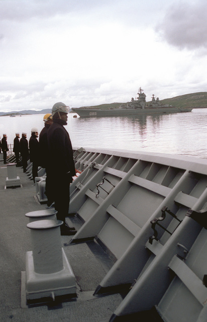Sailors man the rails aboard the guuided missile cruiser USS YORKTOWN (CG-48) while passing the Russian nuclear-powered guided missile cruiser KALININ as their vessel arrives in port. The YORKTOWN (CG-48) and the destroyer USS O'BANNON (DD-987) are visiting Severomorsk as part of an ongoing exchange between the navies of the United States and the Commonwealth of Independent States