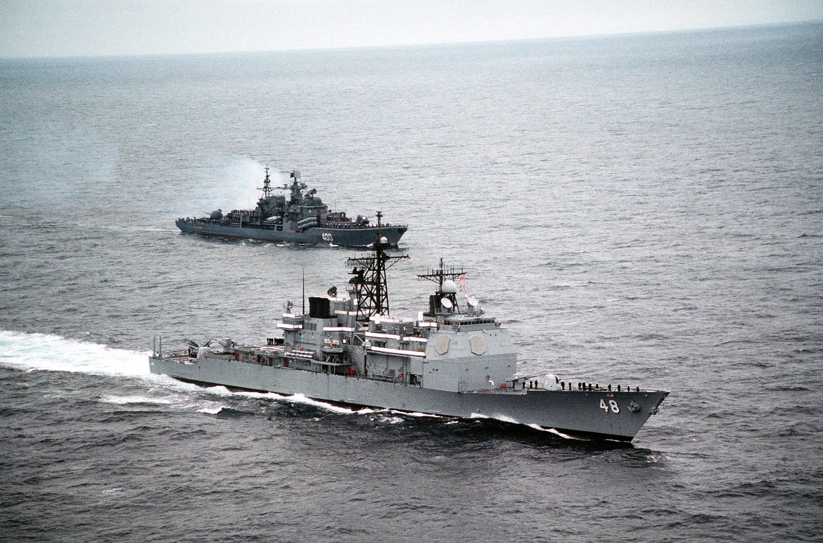 With the crews of both ships manning the rails in the naval tradition of rendering passing honors, the guided missile cruiser USS YORKTOWN (CG-48) steams alongside the Russian Sovremenny class destroyer RASTOROPNNY (EM-400) while heading for the Russian city of Severomorsk