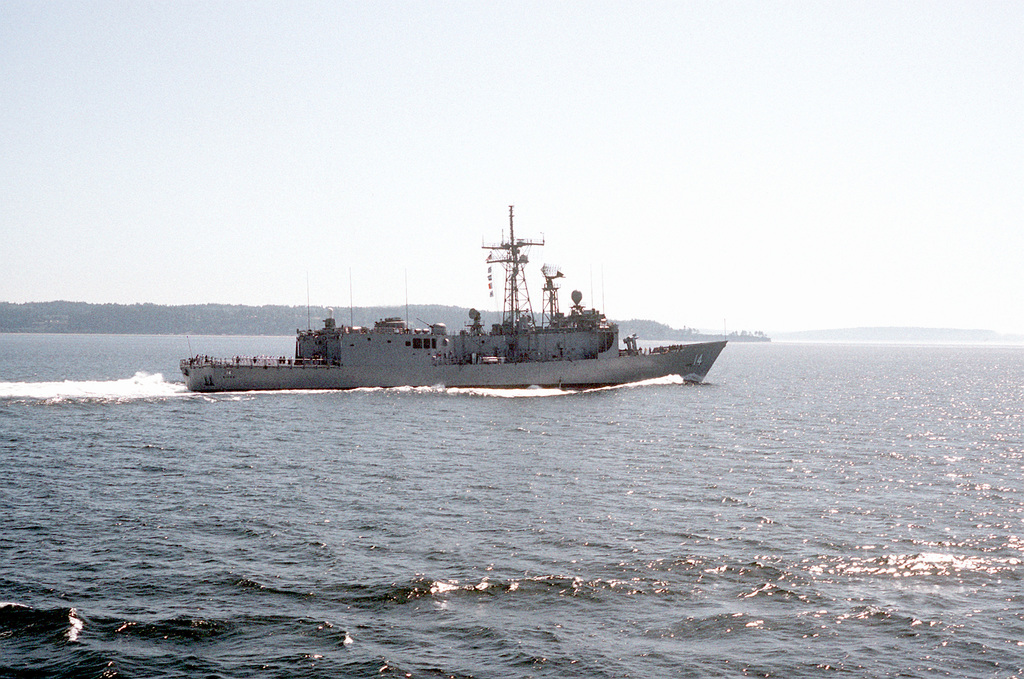 A starboard view of the guided missile frigate USS JOHN H. SIDES (FFG-14) underway in Elliot Bay during SeaFair '92