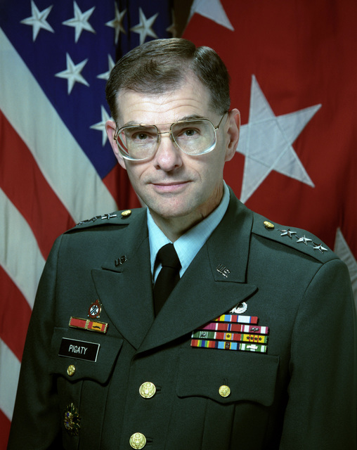 Portrait of U.S. Army LT. Gen. Leo A. Pigaty Commander, Defense Industrial Supply Center (Uncovered) (U.S. Army photo by Mr. Russell F. Roederer) (Released) (PC-191987)
