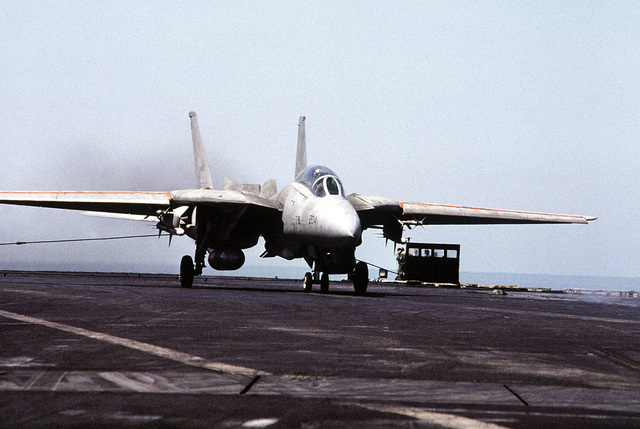 A Fighter Squadron 21 (VF-21) F-14 Tomcat aircraft stops after landing on the flight deck of the aircraft carrier USS INDEPENDENCE (CV-62). The INDEPENDENCE is participating in OPERATION SOUTHERN WATCH, a multinational effort establishing a no-fly zone for Iraqi aircraft south of the 32nd parallel in Iraq