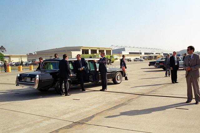 US President George H.W. Bush arrives by limousine at Naval Air Station (NAS) Miramar