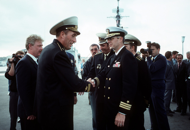 A U.S. Navy officer converses with a Russian officer during a ceremony celebrating the opening of the U.S. consulate. U.S. Navy personnel are in Vladivostok during a port call by the guided missile frigate USS MCCLUSKY (FFG-41) and the high endurance cutter USCGC CHASE (WHEC-718)