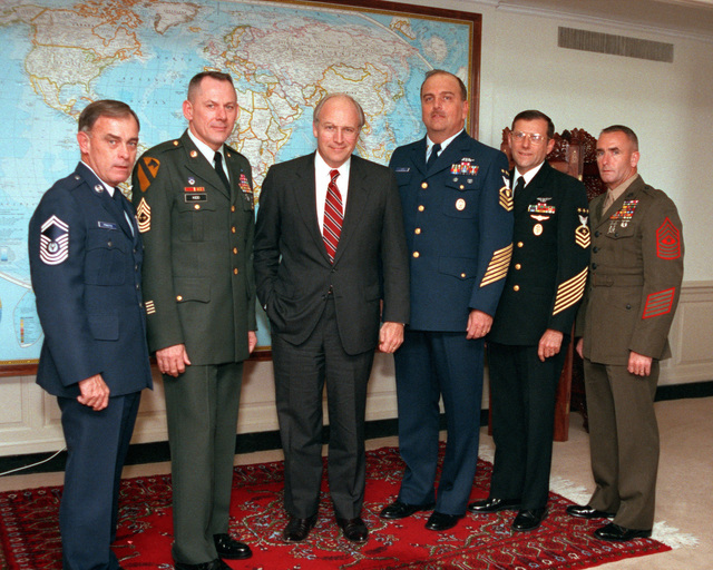 Secretary of Defense Richard Cheney meets with the SENIOR Enlisted Service Chiefs, Sergeant Major Kidd, USA; MASTER CHIEF PETTY Officer Bushey, USN; CHIEF MASTER Sergeant Pfingston, USAF; Sergeant Major Overstreet, USMC