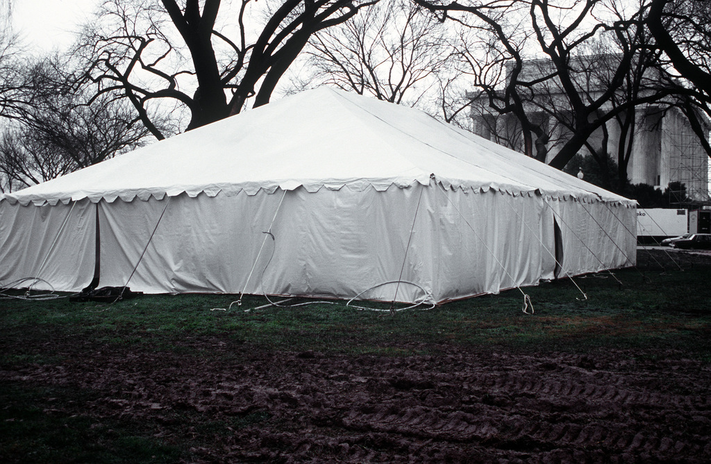 Armed Forces Inaugural Committee behind the scenes. Warming tents on the mall and on the parade route prior to the pre-inauguration celebrations begins on the 17th of January 1993