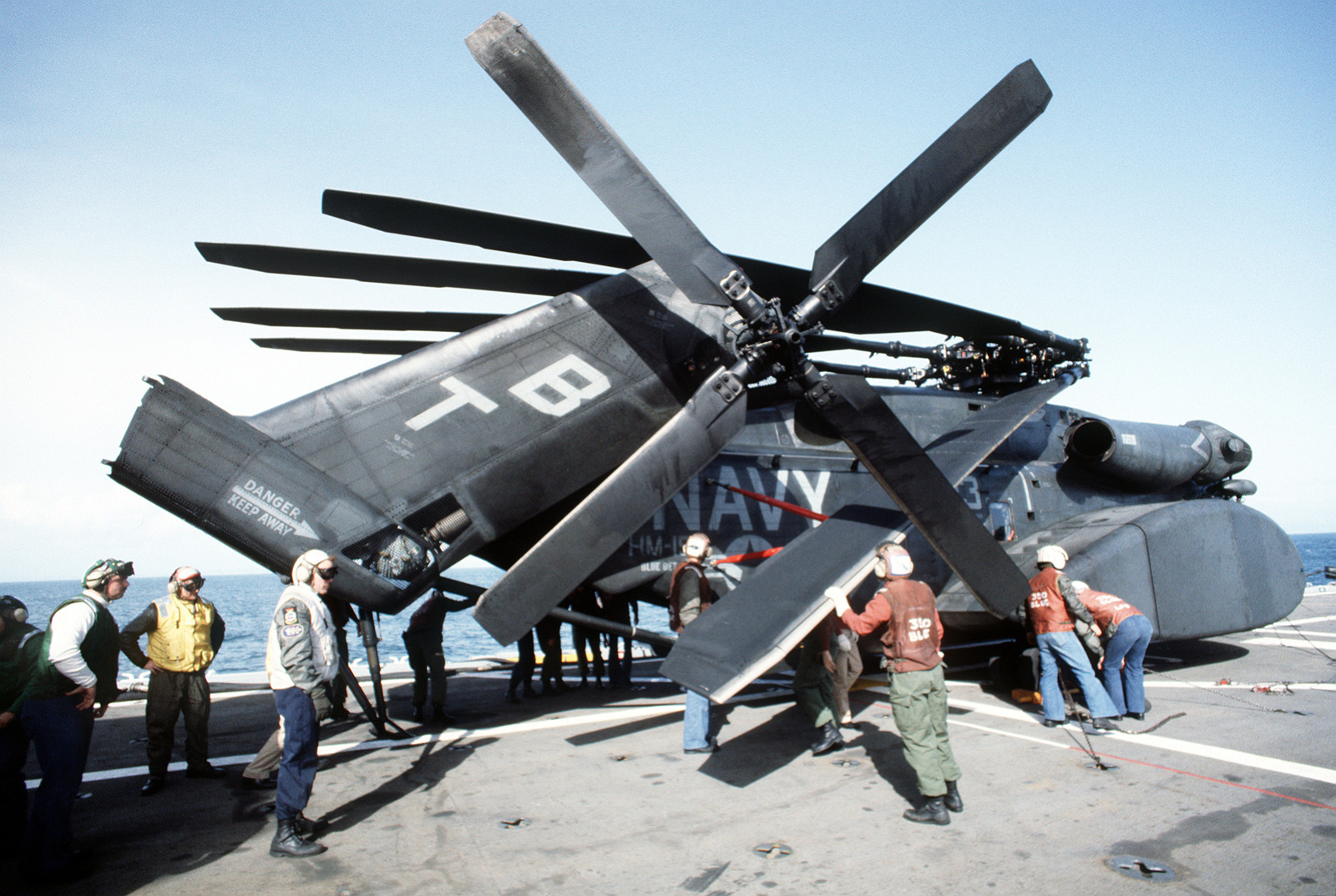 Members of Helicopter Mine Countermeasures Squadron 15 (HM-15) secure one of their MH-53E Sea Dragon helicopters on the flight deck of the amphibious transport dock USS DULUTH (LPD-6) during MARCOT '93, a joint U.S. - Canadian fleet exercise