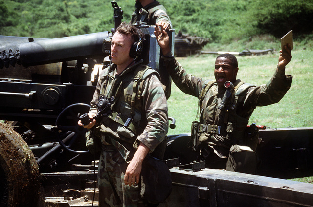 Members of Btry. R, 5th Bn., 10th Marine Regt., set up an M-198 155mm howitzer position during the joint service exercise Ocean Venture '93
