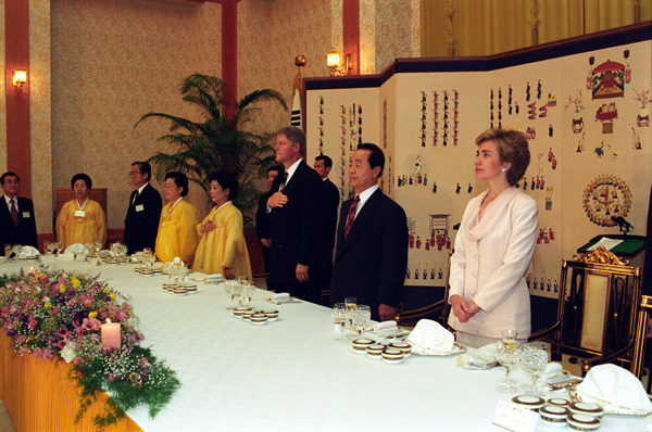 Photograph of President William J. Clinton and First Lady Hillary Rodham Clinton Attending a State Dinner in the Blue House in Seoul, South Korea
