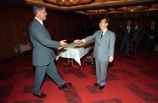Photograph of President William J. Clinton Greeting Japanese Prime Minister Kiichi Miyazawa at Akasaka Palace in Tokyo, Japan.