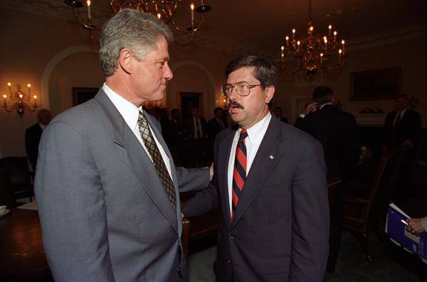 Photograph of President William J. Clinton Greeting Iowa Governor Terry Branstad