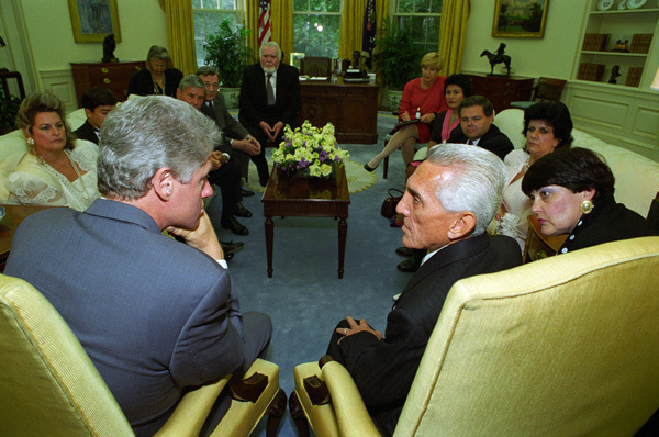 Photograph of President William J. Clinton Meeting with Cuban Political Prisoner Mario Chanes and His Family