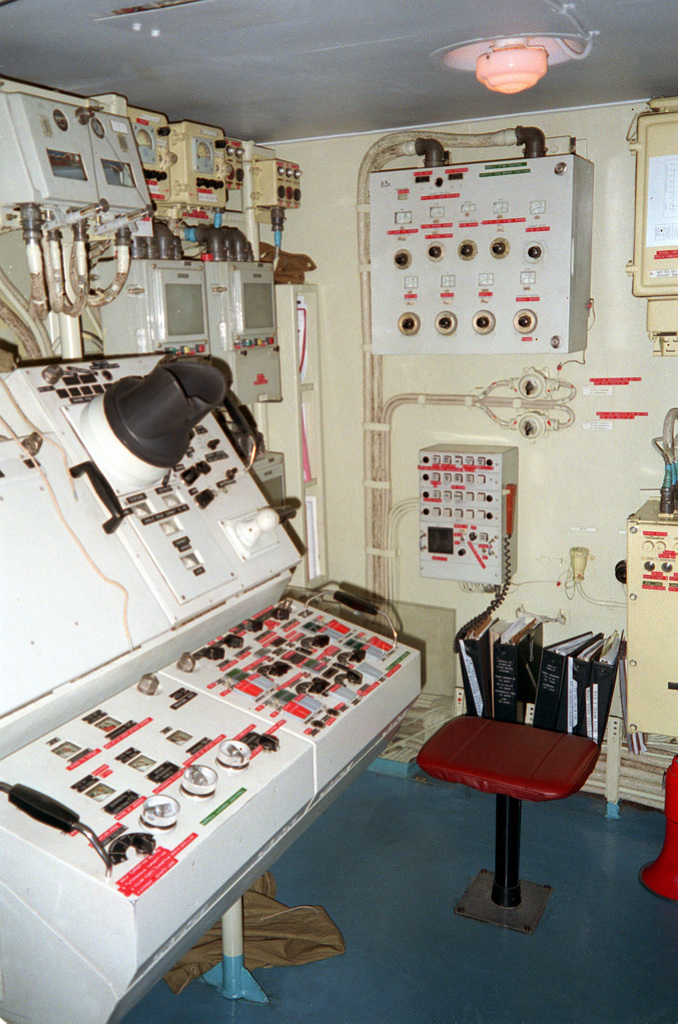 A view of the combat information center of the USNS HIDDENSEE (185NS9201) while the ship is moored at the Naval Sea Systems Command facility at Solomons Annex. The Soviet-built Tarantul I class missile corvette was acquired from the Federal German navy in November 1991, and is currently undergoing testing and evaluation by the U.S. Navy. Named Rudolf Egelhofer in the East German navy, the ship was renamed HIDDENSEE after the reunification of Germany in 1990