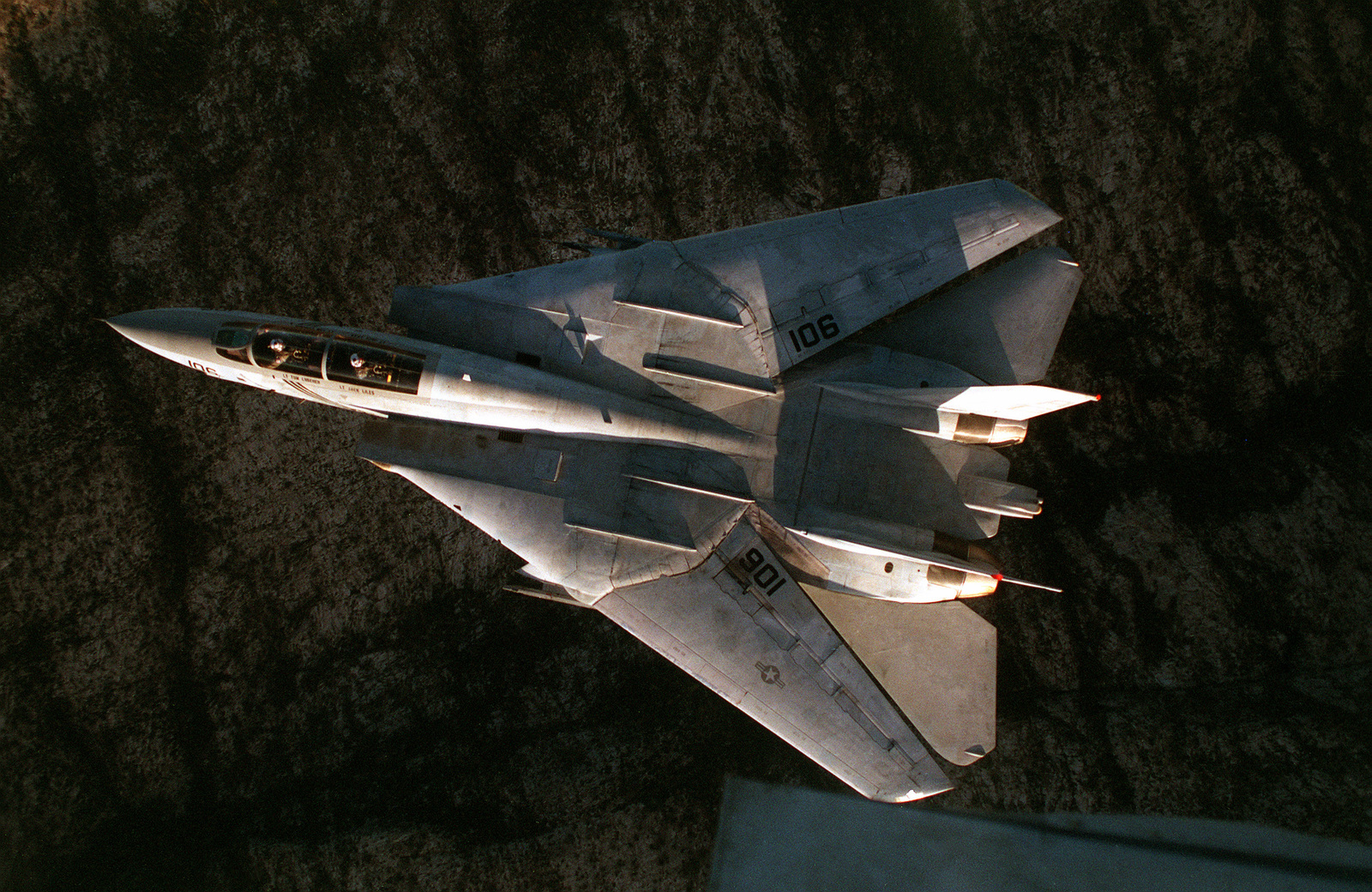 direct-overhead-view-of-an-f-14b-tomcat-