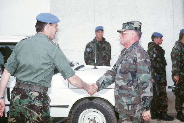 Gen John M. Shalikashvili, chairman of the Joint Chiefs of STAFF, greets British Lieutenant General Rose, commander of UN forces in Sarajevo, Bosnia-Herzegovina during his visit to the former Republic of Yugoslavia in support of Operation Provide Promise