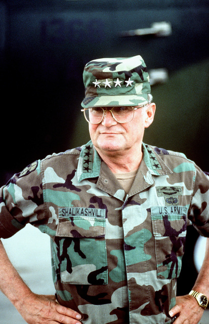 Informal portrait of GEN. John M. Shalikashvili, chairman of the Joint Chiefs of STAFF, in fatigues. (Duplicate image, see also DFST9905507)