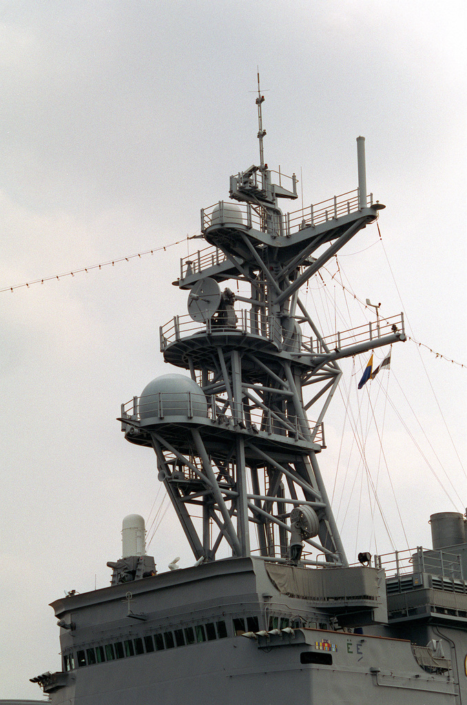 A view of the foremast of the destroyer USS COMTE DE GRASSE (DD-974) showing the present antenna array