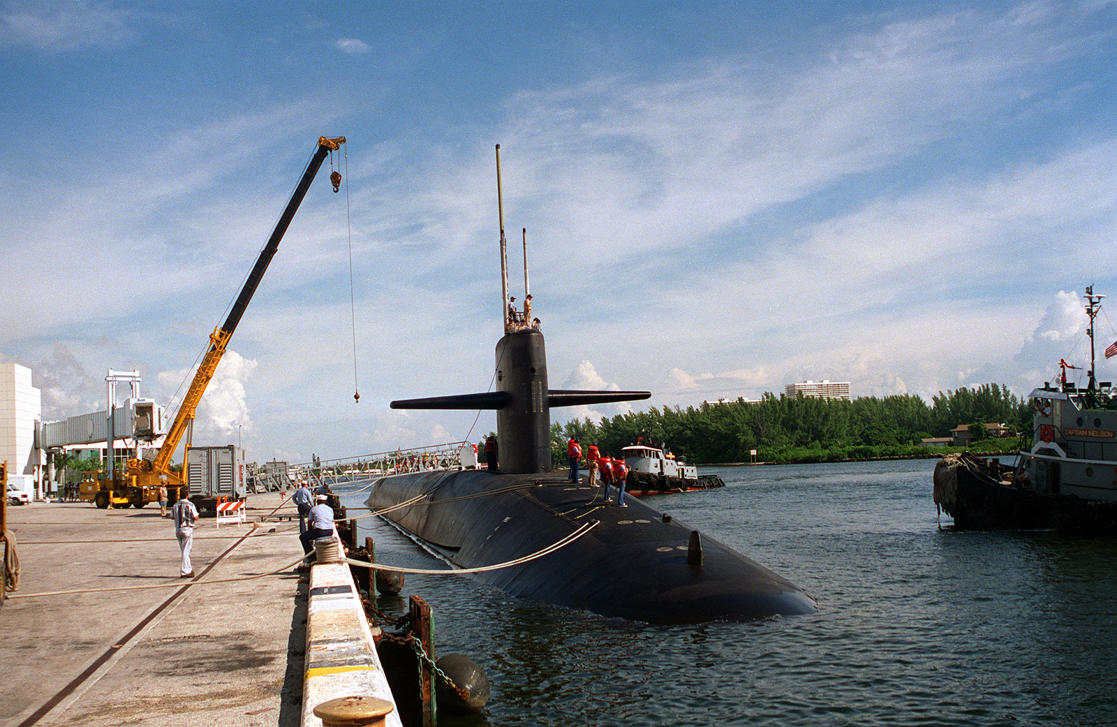 A starboard bow view of the nuclear-powered ballistic