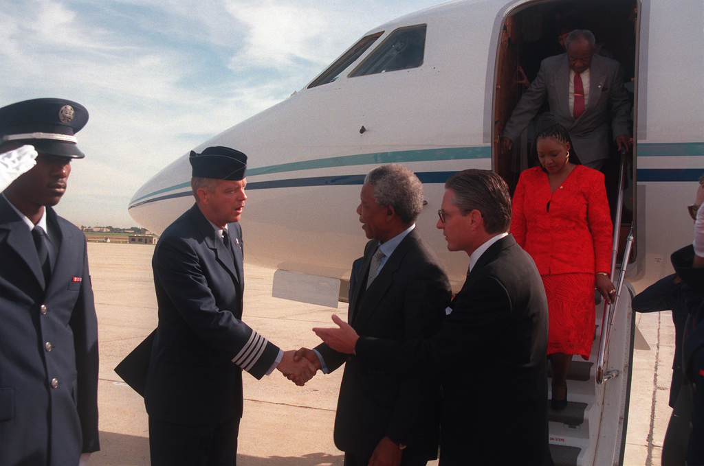 Colonel Acuff greets South Africa's President, Nelson Mandela