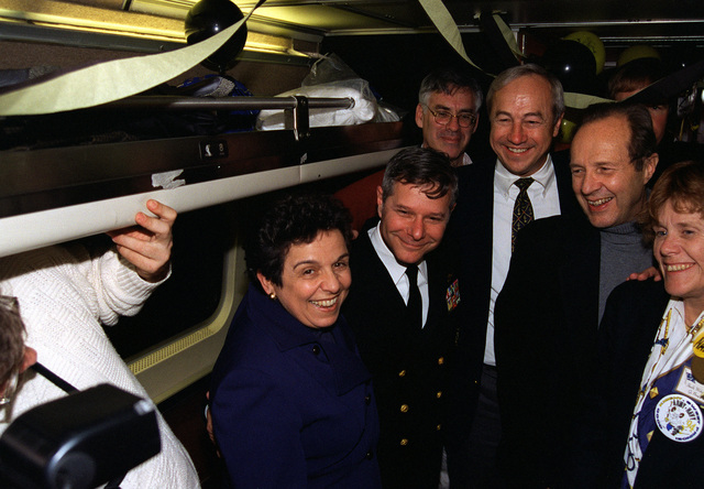 Secretary of Health and Human Services Donna Shalala, CHIEF of Naval Operations Admiral Jeremy M. Boorda, Secretary of the Navy John H. Dalton, Secretary of Defense William J. Perry and Secretary of the Air Force Sheila Widnall, pose for a photograph on a bus en route to Washington, D.C. An unidentified man is between the CNO and Secretary Dalton