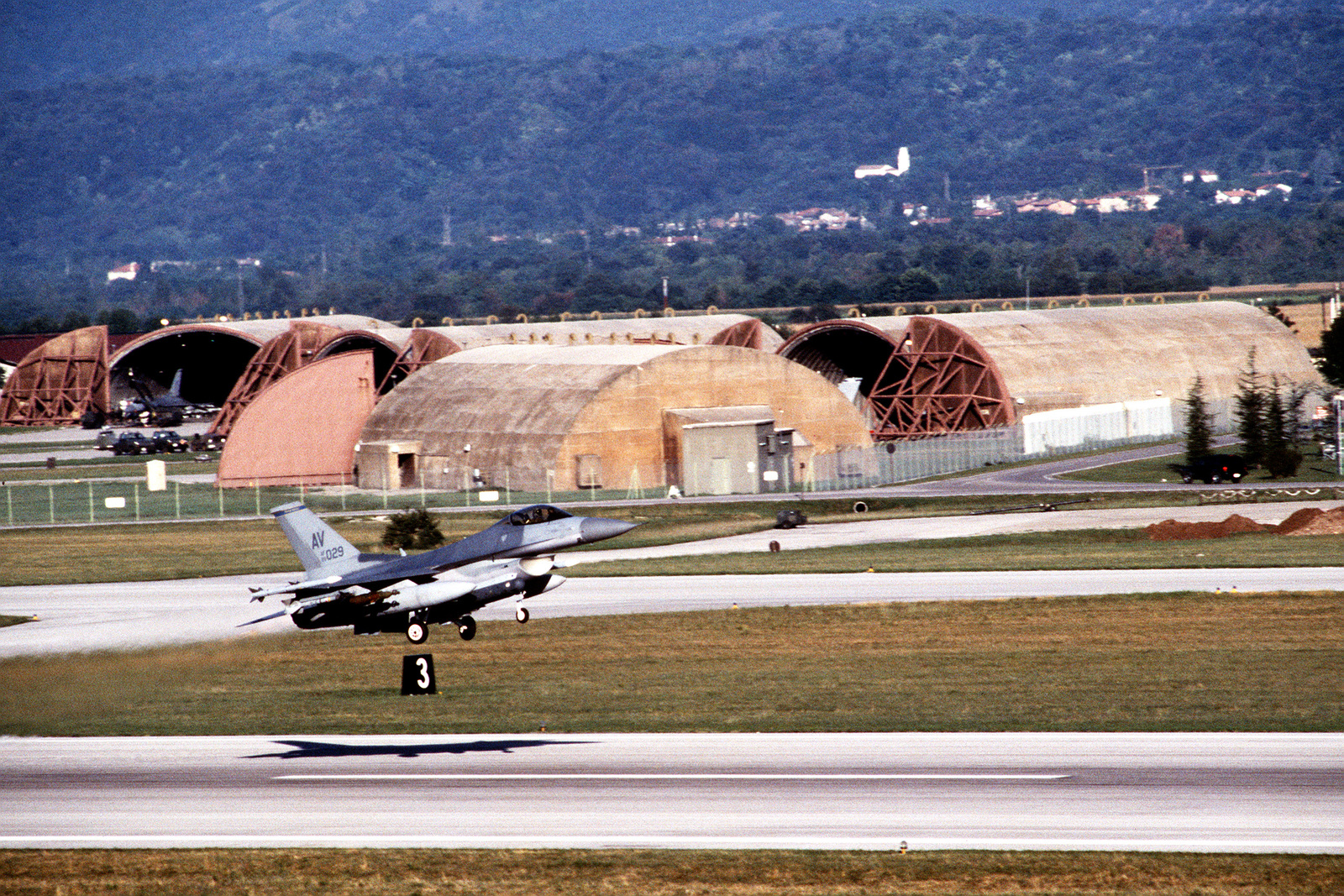 A US Air Force F-16C Fighting Falcon from the 31st Fighter