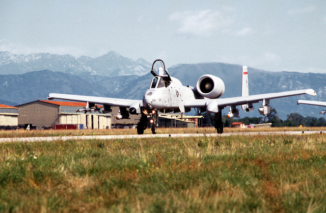 A US Air Force A-10 Thunderbolt II from the Massachusetts Air National Guard, 104th Fighter Group, taxis on the runway for take off for NATO airstrikes against the Bosnian Serbs