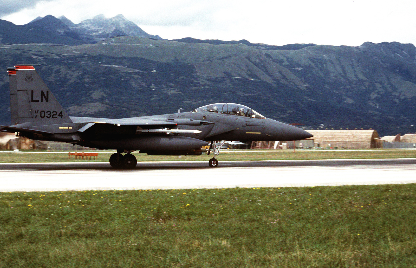 A US Air Force F-15 Eagle from the 494th Fighter Squadron, Royal Air Force (RAF) Lakenheath, England, taxis for take off for NATO airstrikes against the Bosnian Serbs
