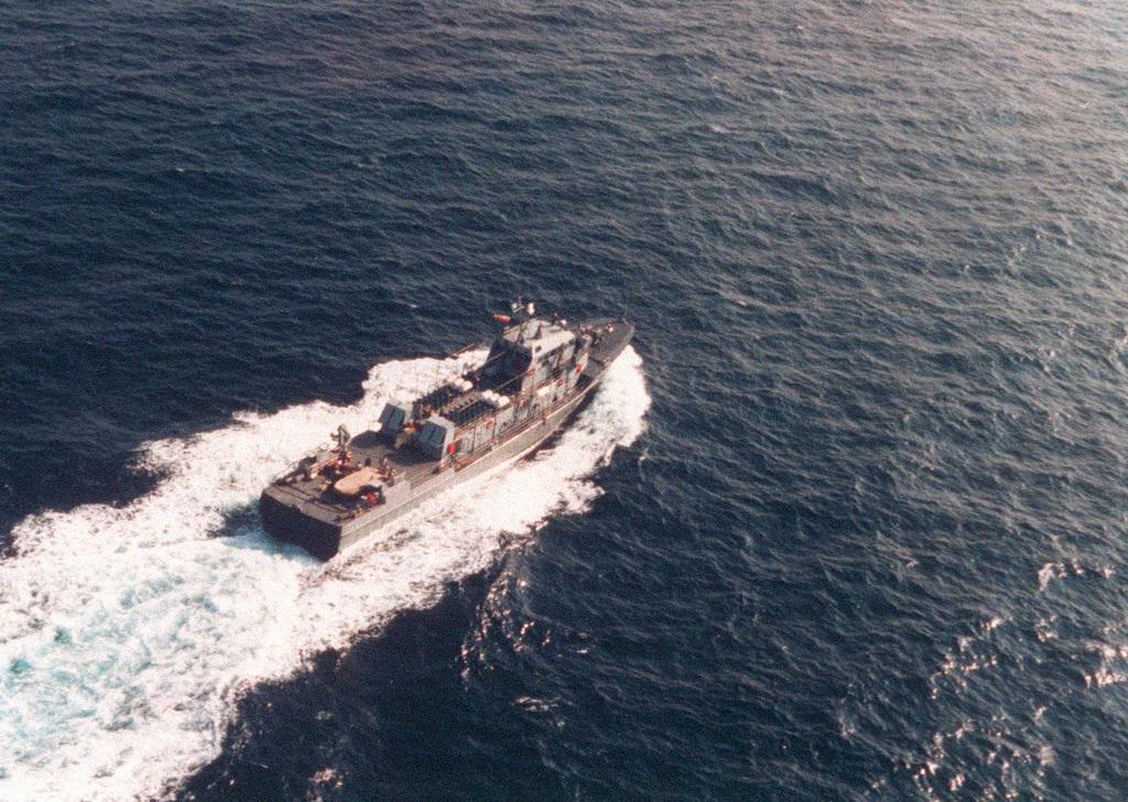 Aerial starboard beam view of the Iranian Navy Hendijan class utility craft Bamregan (A-1406) underway