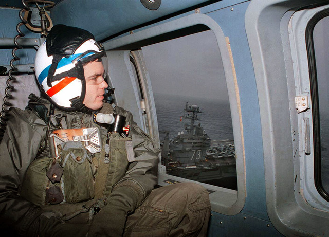 Anti-Submarine Warfare Technician Third Class Michael Swan, assigned to Helicopter Anti-Submarine Squadron Five (HS-5) Nightdippers, departs the flight deck of the U.S. Navy USS George Washington (CVN 73) in an H-60 SeaHawk helicopter supporting NATO peace keeping Operation Joint Endeavor