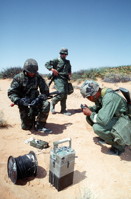 STAFF SGT. Kevin Buckalew, chemical warfare instructor for Headquarter Company, 16th Signal Battalion, Fort Hood, Texas, observes Sergeant Polk and Sergeant Smith of B-Company, 16th Signal Battalion as they use a M256A1 Chemical Agent Detection Kit during chemical warfare training at McGregor Range, New Mexico prior to start of Roving Sands '96, the US military's largest annual joint air defense training exercise