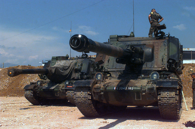 French soldiers of the 40th Regiment d' Artillerie on the 155mm AUF-1 Self-propelled Howitzer at Hekon Base near Mostar
