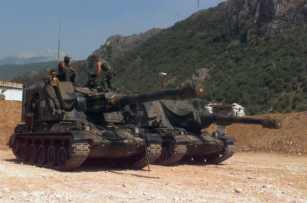 Soldiers of the 40th Regiment D' Artillerie, France, on their 155mm AUF-1 Self-propelled Howitzer at Hekon Base, on the outskirts of Mostar