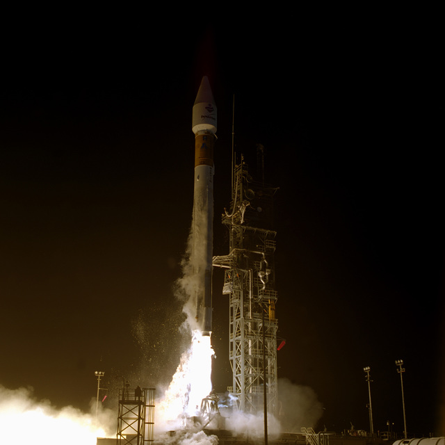 The Air Force and Lockheed Martin Launch Team successfully launch the ATLAS IIA Space Launch Vehicle, designated AC-129, carrying an INMARSAT-3 F-3 satellite, from Space Launch Complex 36A at 8:59 P.M. EST