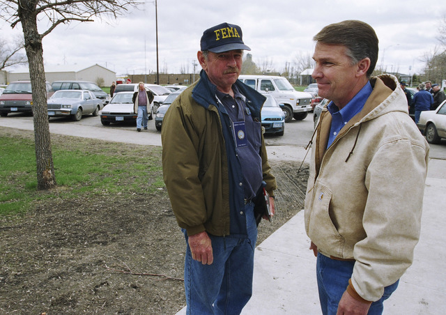 [Severe Storms/Flooding] Grand Forks, ND, April, 1997 - FEMA's Director, James Lee Witt, talks with a FEMA inspector.  FEMA/Michael Rieger