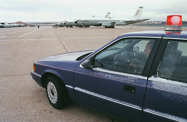 Observers watch the runway activities during an alert take-off of EC-135 Looking Glass and E-4 command and control aircraft as part of the joint military exercise GLOBAL GUARDIAN '98