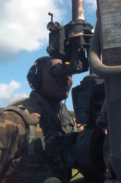 US Marine Corps Lance Corporal Phillip D. Fields, GUNNER with Kilo Battery, Battalion Landing Team 3/2, sets the sights on his M-198 Howitzer during Supporting Arms Coordination Exercise, Joint Task Force Exercise 98-1, Vieques Island, Puerto Rico