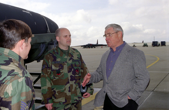 CHIEF MASTER Sergeant of the Air Force (CMSAF), Robert Gaylor, visits with Airmen on the Beale Air Force Base flight line