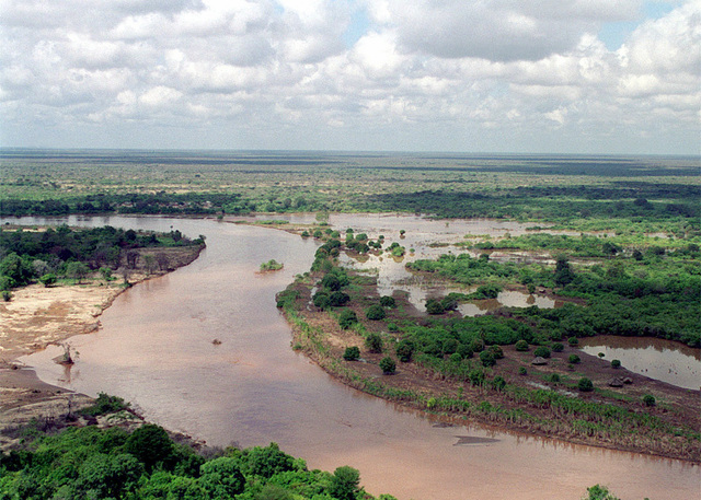 This aerial photograph shows the Tana river clearly flooded out of its banks in the Rift Valley area during Operation NOBLE RESPONSE '98. (Duplicate image, see also DMSD0106043 or search 980303M4605W004)