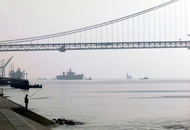 The Blue Ridge Class Amphibious Command Ship, USS MOUNT WHITNEY (LCC 20) (Left of center), departs Lisbon, Portugal, and prepares to head exercise Strong Resolve '98, Crisis South