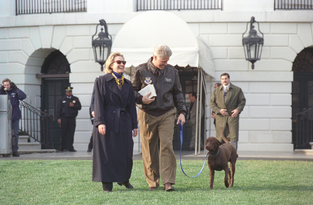 Photograph of President William Jefferson Clinton and First Lady Hillary Rodham Clinton with Buddy the Dog en route to Marine One