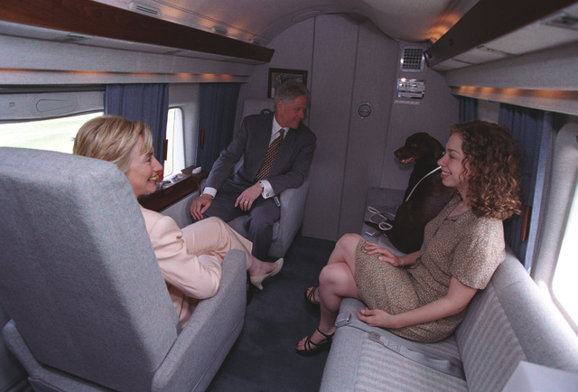 Photograph of President William Jefferson Clinton, First Lady Hillary Rodham Clinton, Chelsea Clinton, and Buddy the Dog Sitting in Marine One